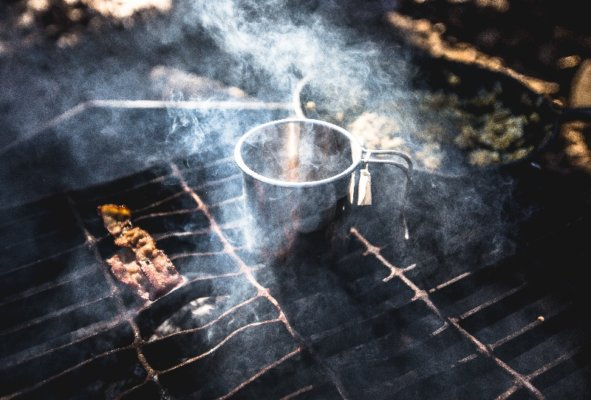 Cam stove for cooking in an emergency